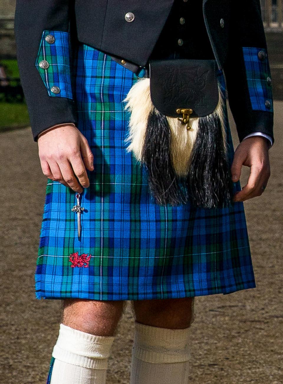 Scottish 8 Yard TARTAN KILT Matching Kilt Sporran Available in 40 Clan Tartan